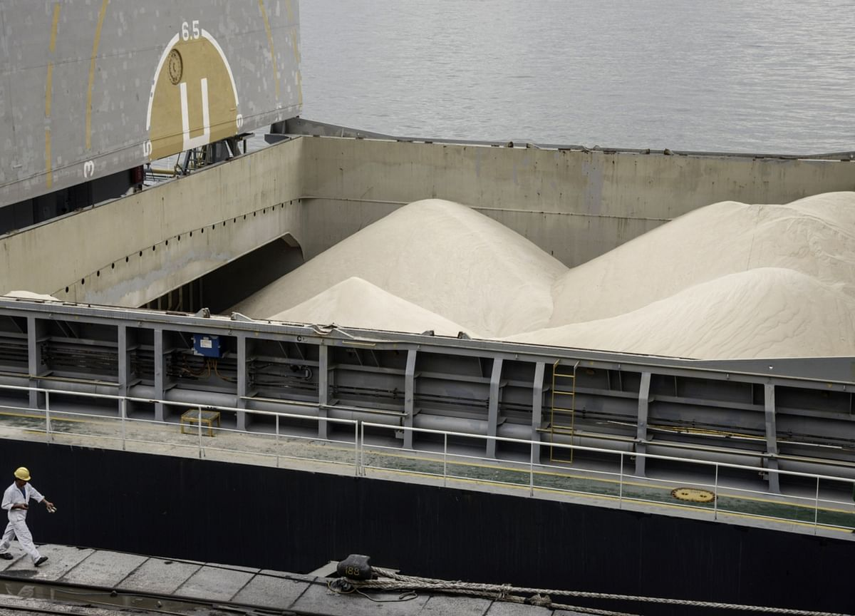 Brazil Sugar Supplies Pile Up on Currency Jolt, Ethanol Doldrums