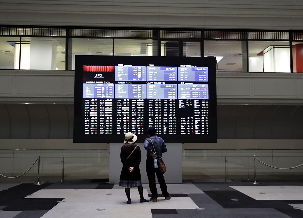 Stocks Set Fresh Highs; Dollar Drops to 2-Year Low: Markets Wrap