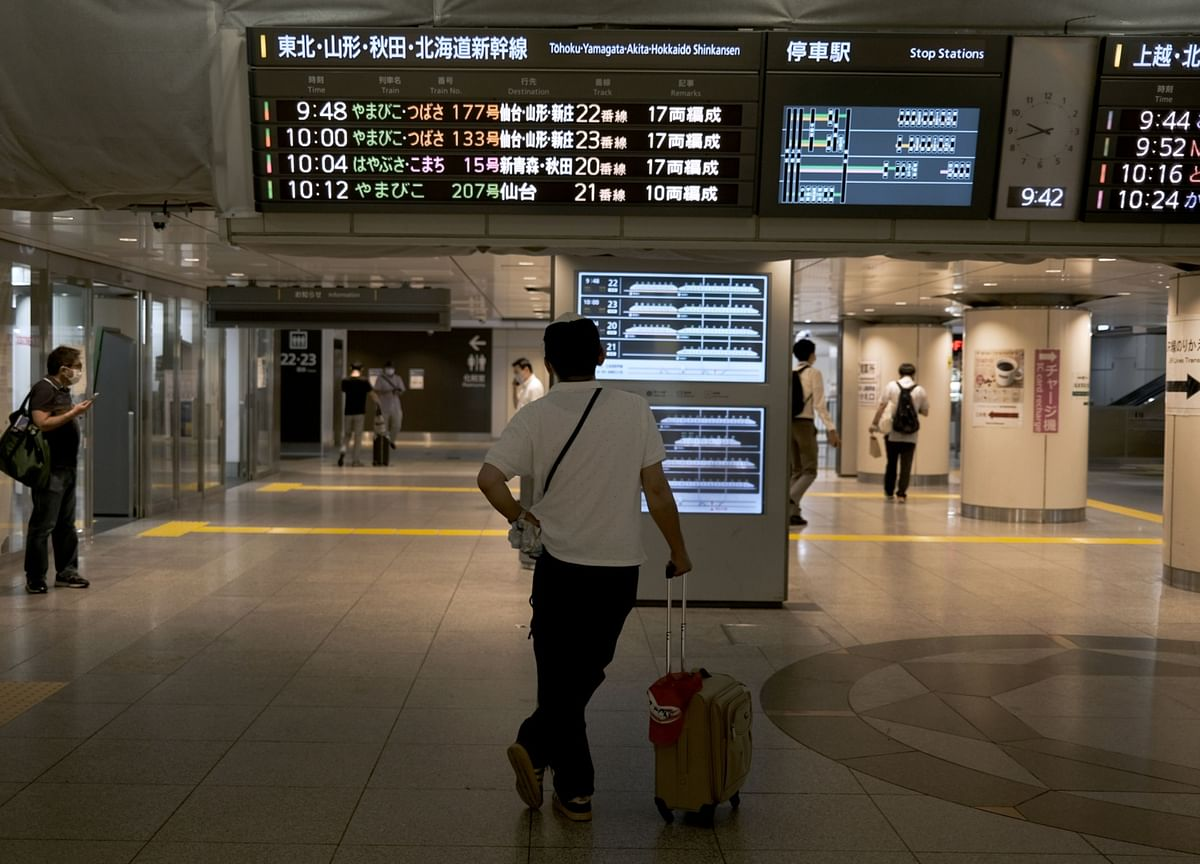 To Travel or Not to Travel? Japanese Can't Get a Straight Answer