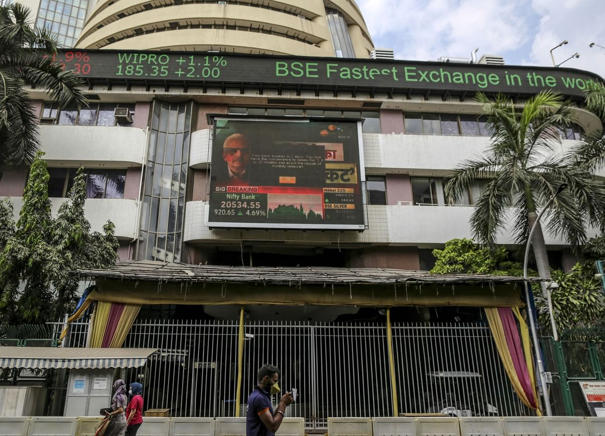 Indian Stocks Decline Tracking Global Peers After Fed Minutes