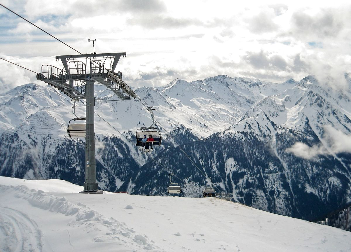 Austrian Alps to Open for Skiing WithBan on Apres-Ski Parties