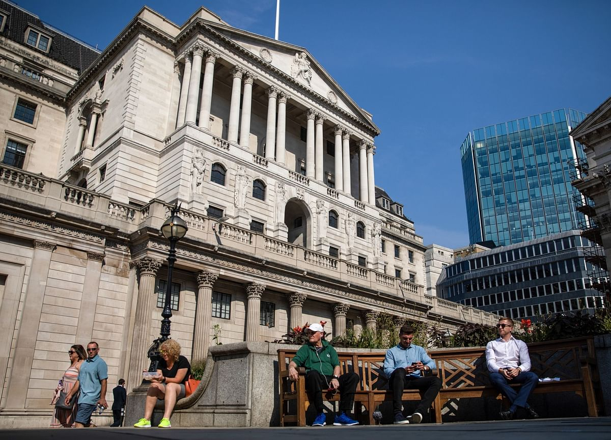 BOE Readies for Action as U.K. Faces a Turbulent End to 2020