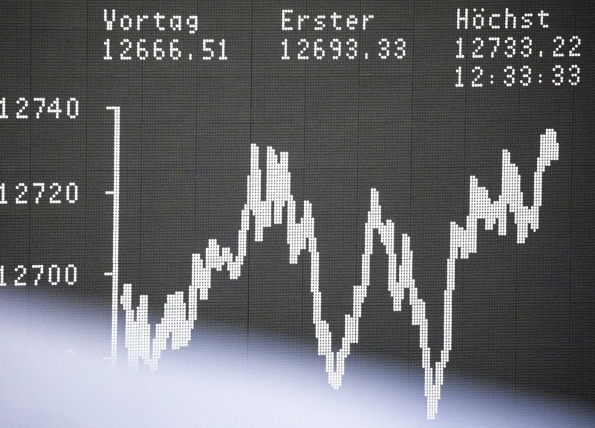 Investors Flee Junk ETFs as High-Yield Bonds Erase Gain for Year