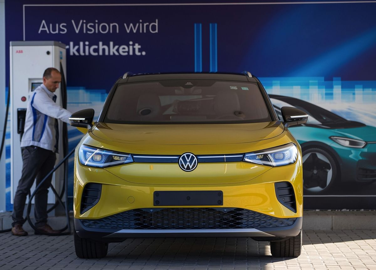 VW Aims to Turn Legions of SUV Buyers Into Electric Converts