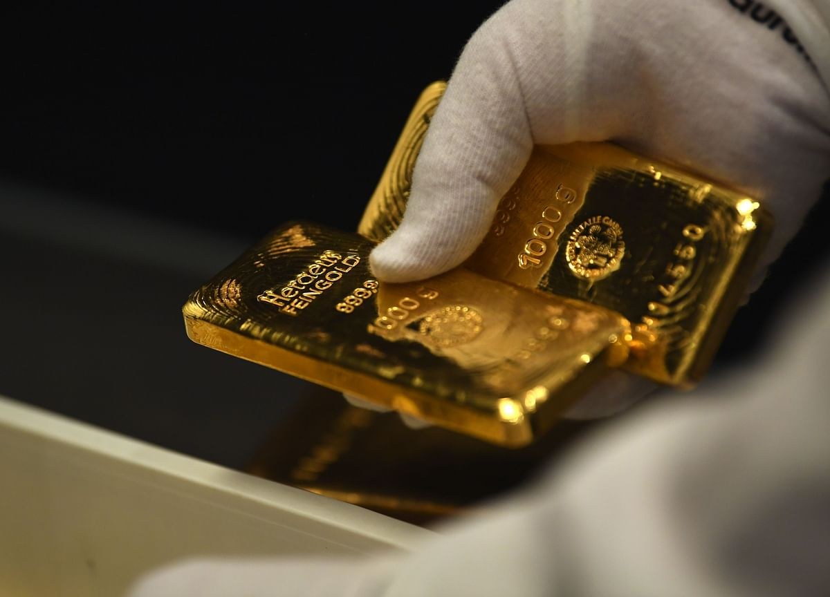 Gold Slides to Two-Month Low as Dollar Gains Embolden Bears