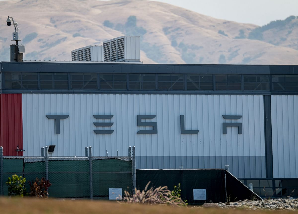 Tesla Climbs, Rebounding From Tuesday's Record Plunge