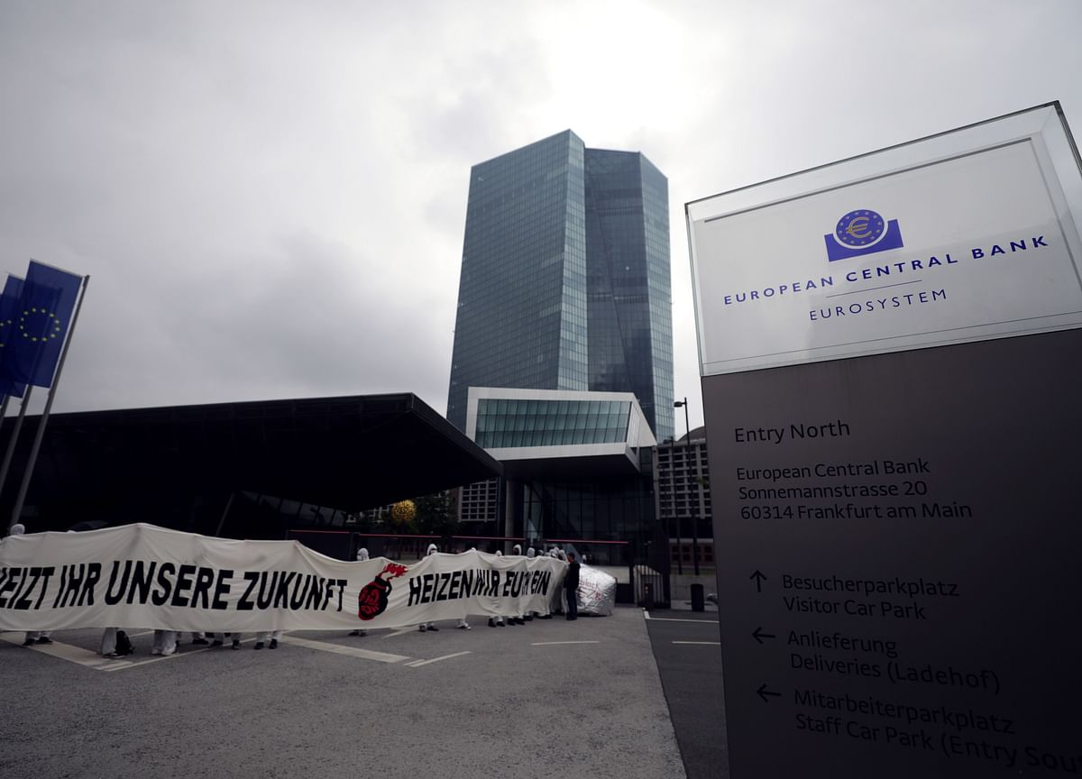 ECB Moves Closer to Lifting Bank Dividend Ban by Next Year