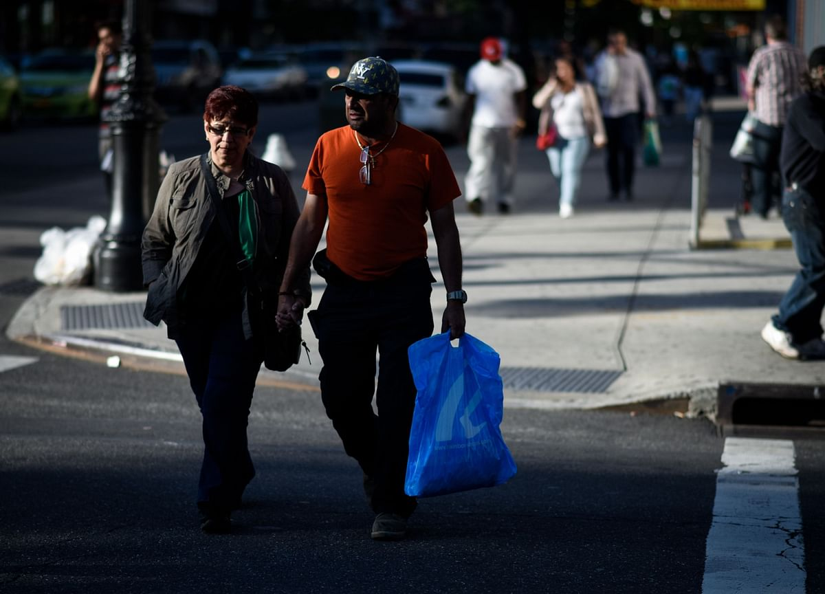 U.S. Retail Sales Rebound Slows After Extra Jobless Aid Lapses