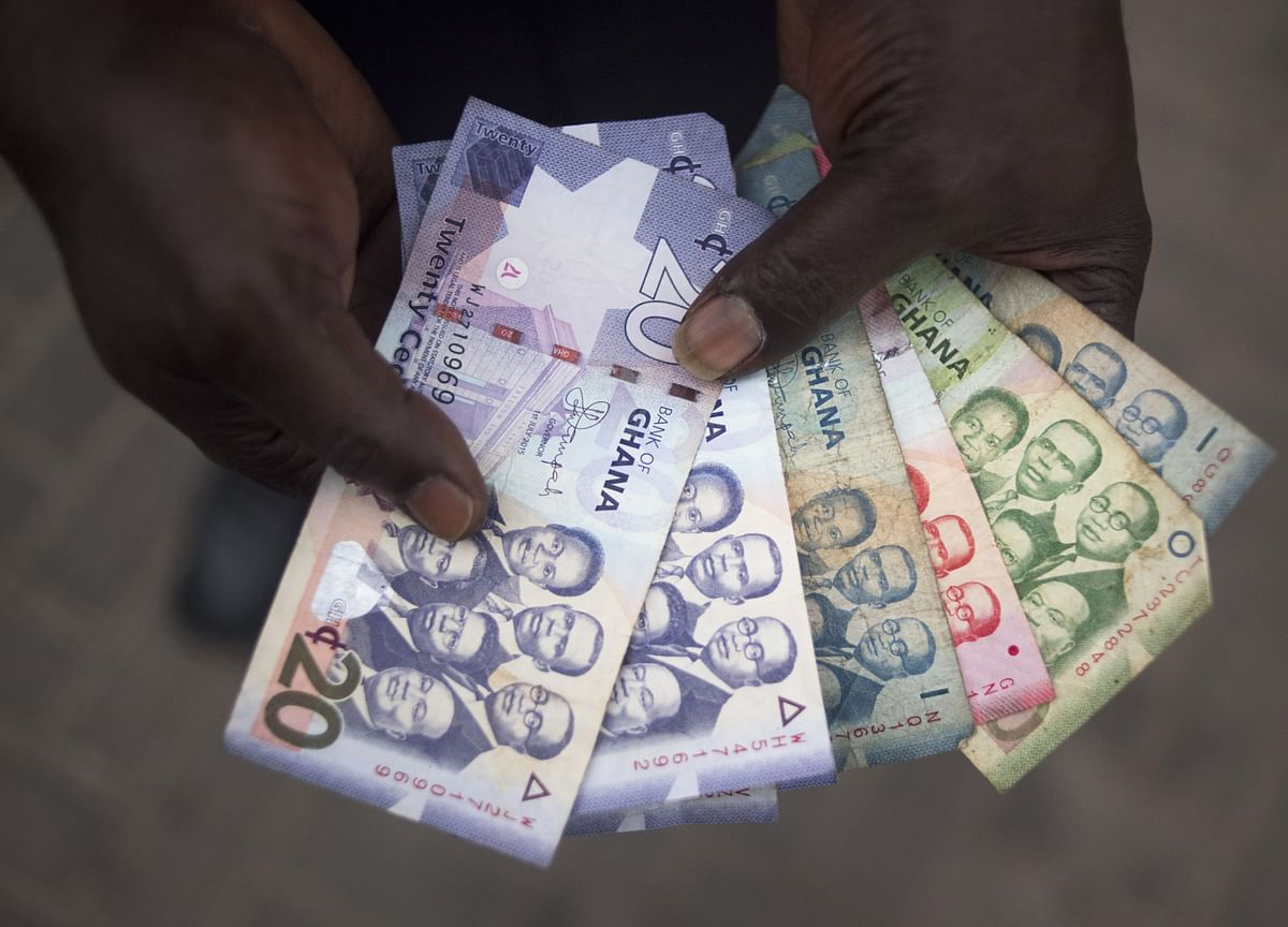 Currency That Never Gains Gets Ghana Central-Bank Lifeline