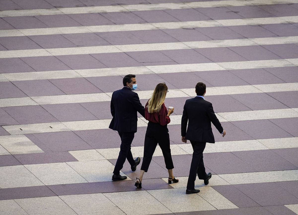 Young Bankers Have an Absurd Work Life