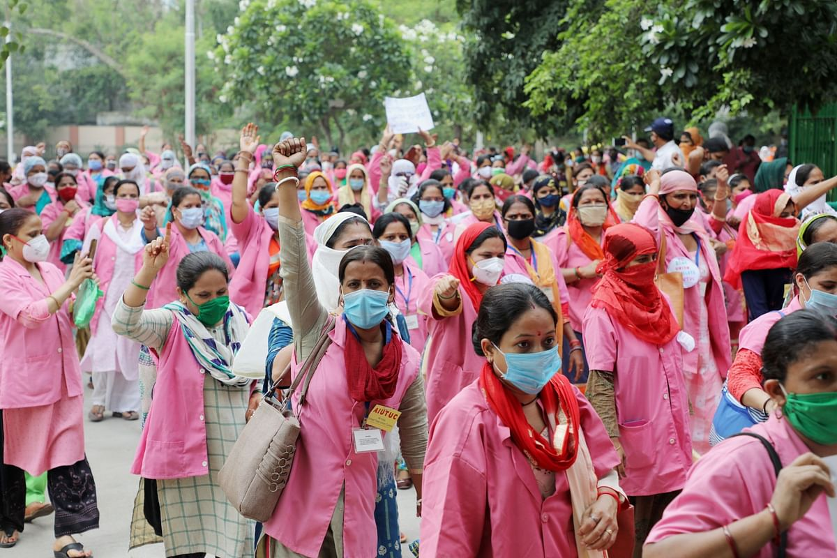 Accredited  ASHAs protest in New Delhi, on Aug. 9, 2020. (Photographer: T. Narayan/Bloomberg)