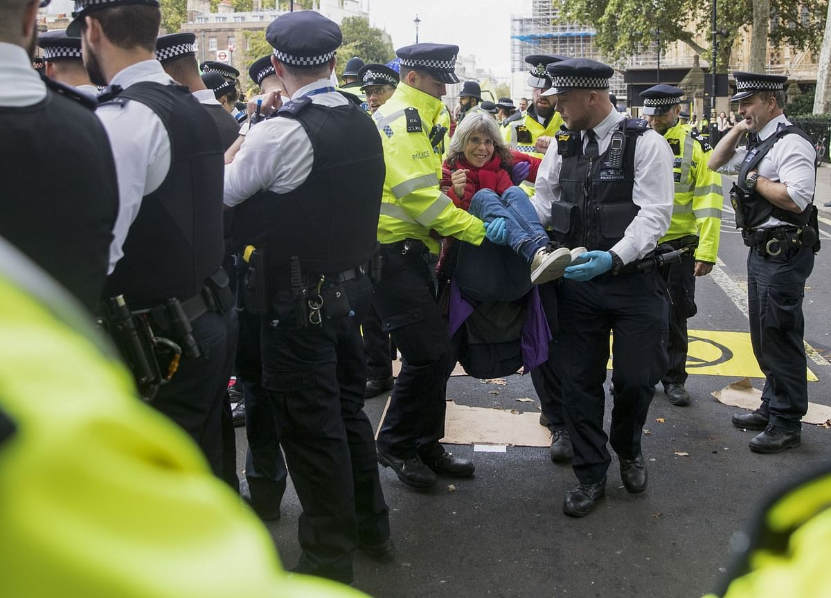 Thousands Protest Virus Restrictions in London as Cases Surge