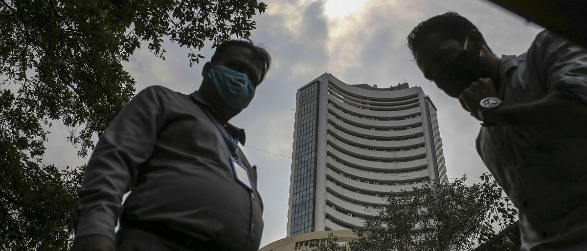 Live: Sensex, Nifty Fluctuate; I.T., Media Stocks Gain