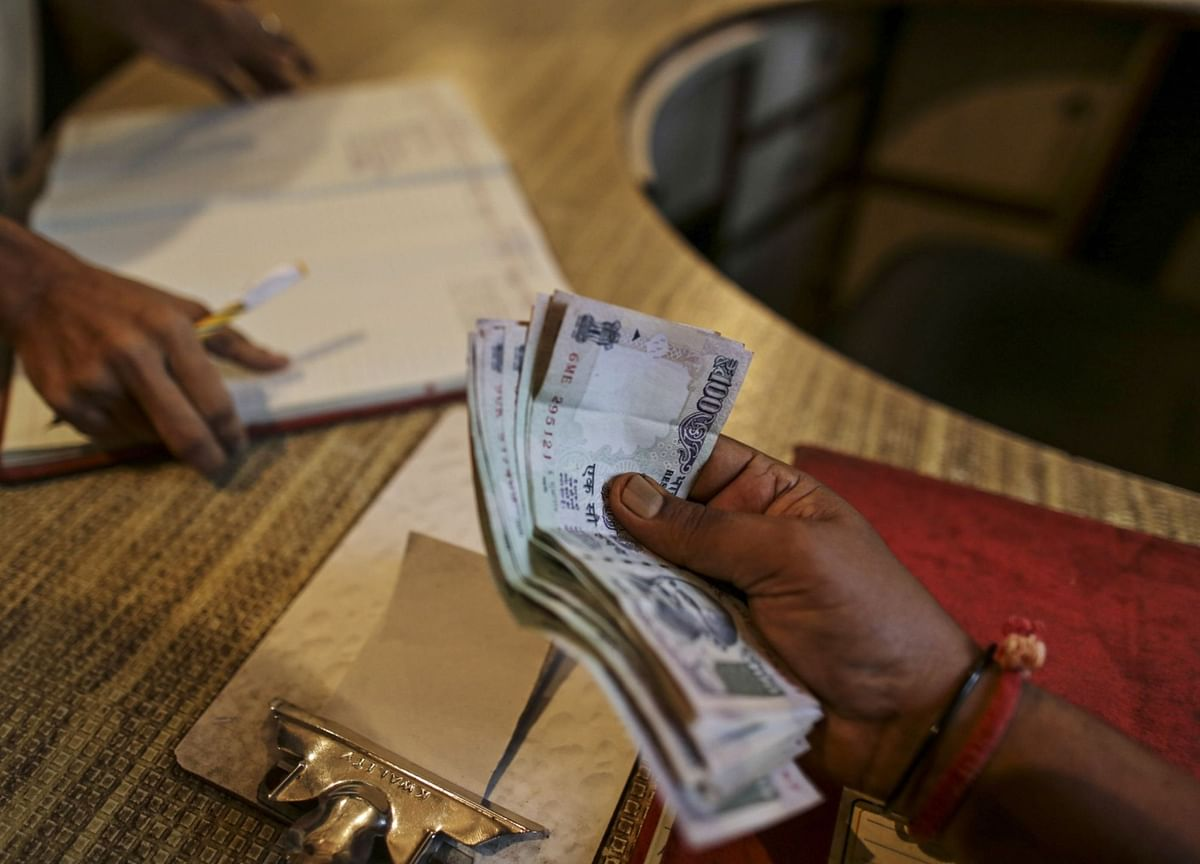 A Surge in Bad Debt Is Set to Worsen India Shadow Bank Woes