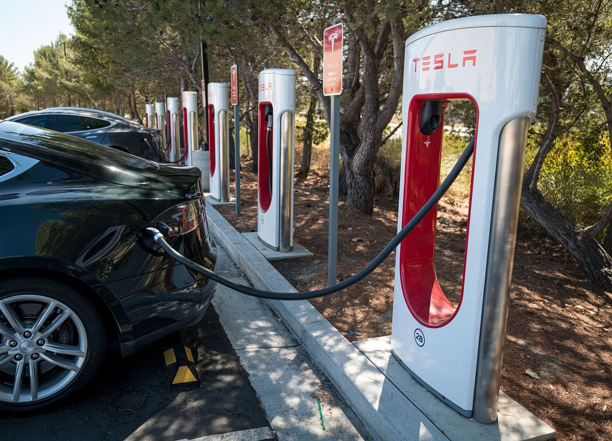 Tesla Expects Capital Spending Boost Amid Growth Spurt