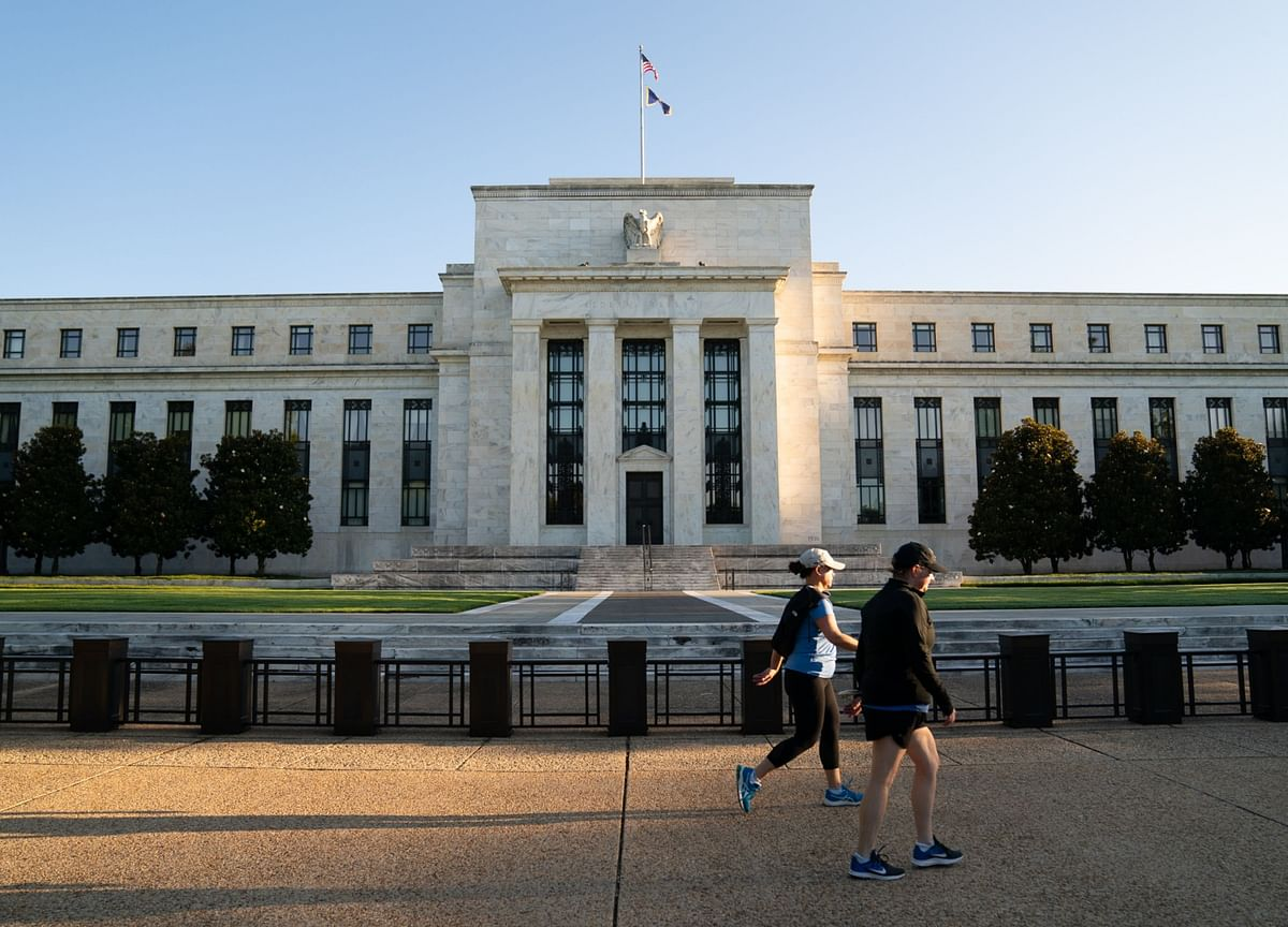 Fed Extends Dividend, Buyback Cap on Wall Street Banks