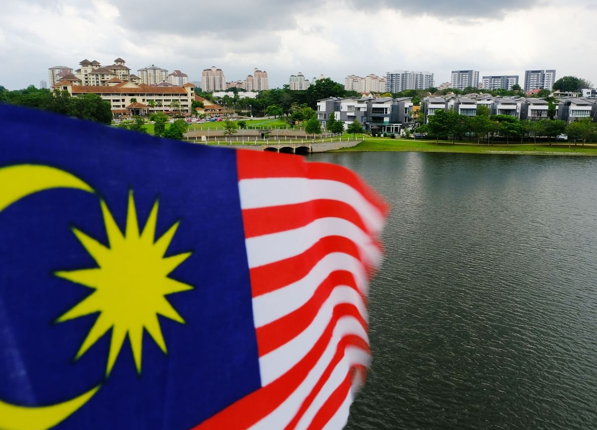 Key Malaysia Party Threatens to Leave Ruling Bloc, Pressuring PM
