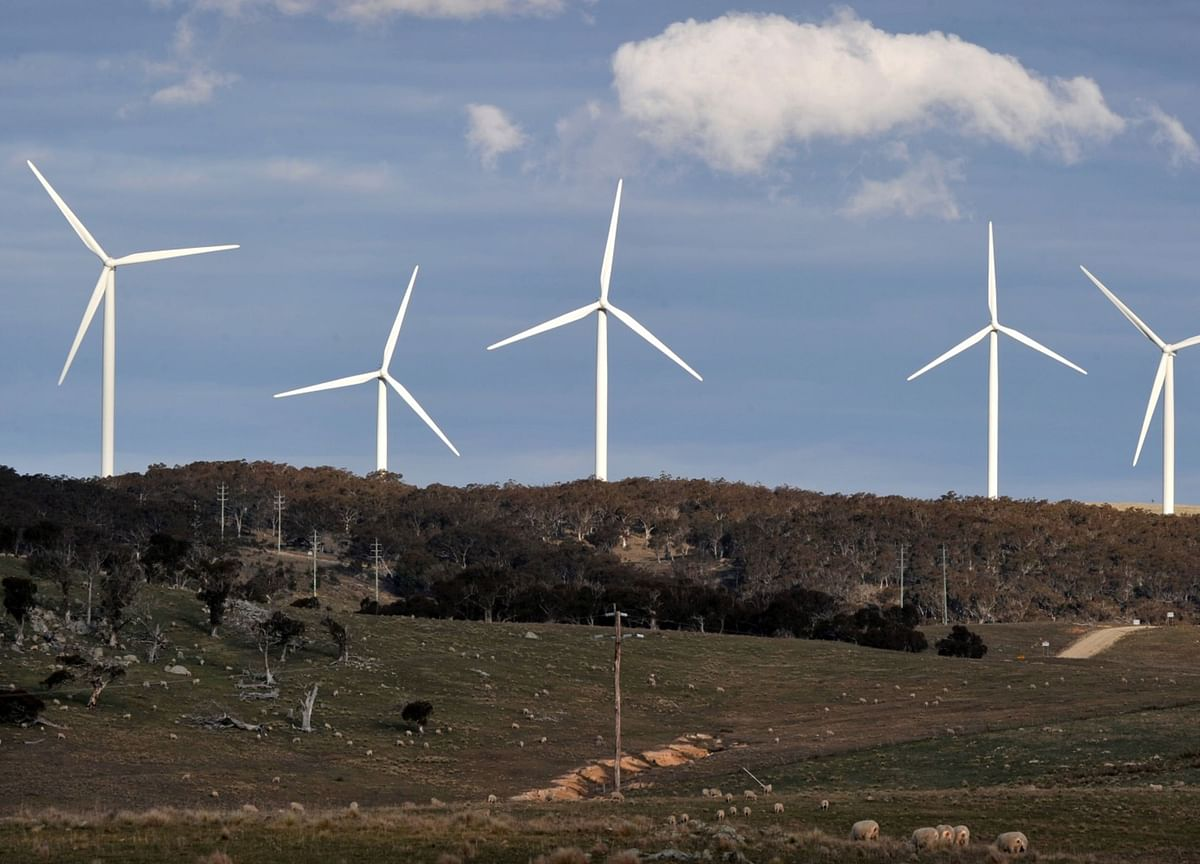 Australians Favor Clean Energy to Boost Economy Over Gas Plan