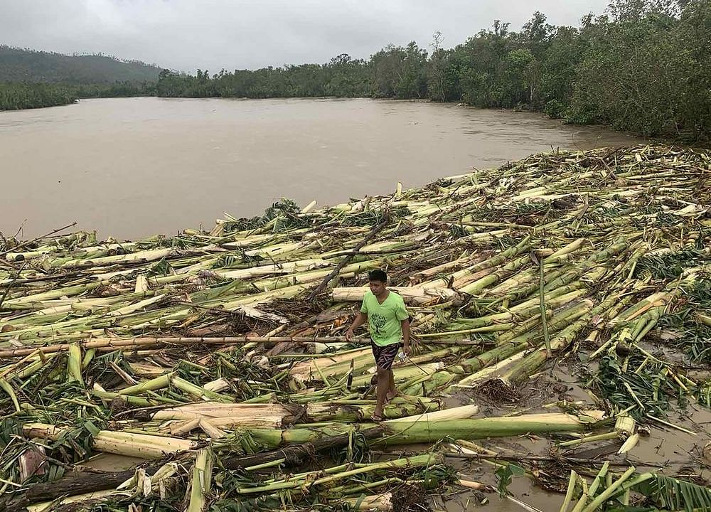 Typhoon Molave Kills At Least 9 in Philippines Before Heading to Vietnam