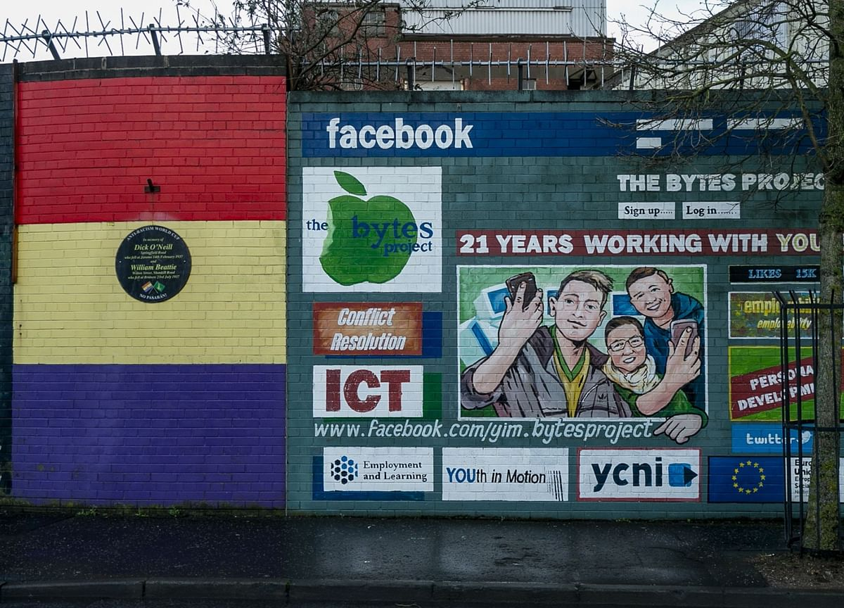 Facebook Warned by U.K. Watchdog in Court Clash Over Giphy Deal