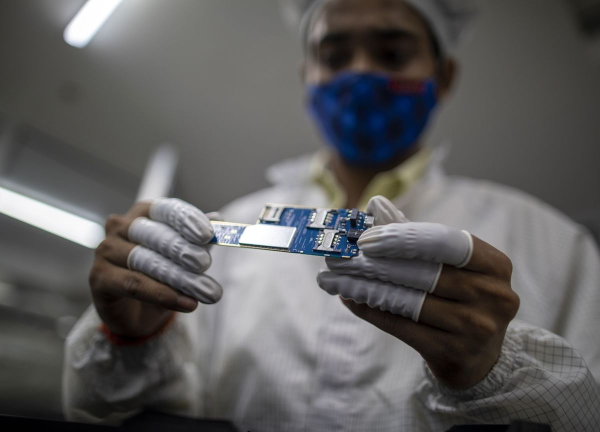 iPhone Makers Win Nod for $143 Billion India Manufacturing Plan