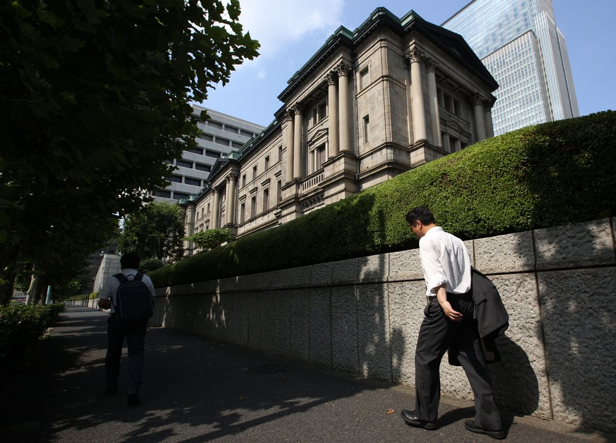 BOJ's Swelling Asset Pile Complicates Future Exit From Stimulus
