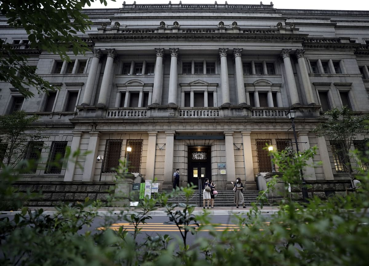 BOJ Considers Changing Inflation Forecasts Over Travel Program