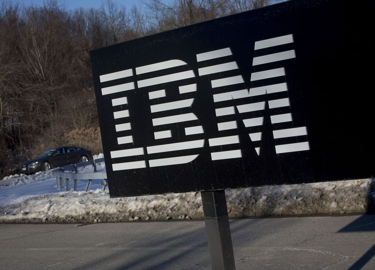 IBM Shares Slip on Quarterly Sales Decline, No Outlook