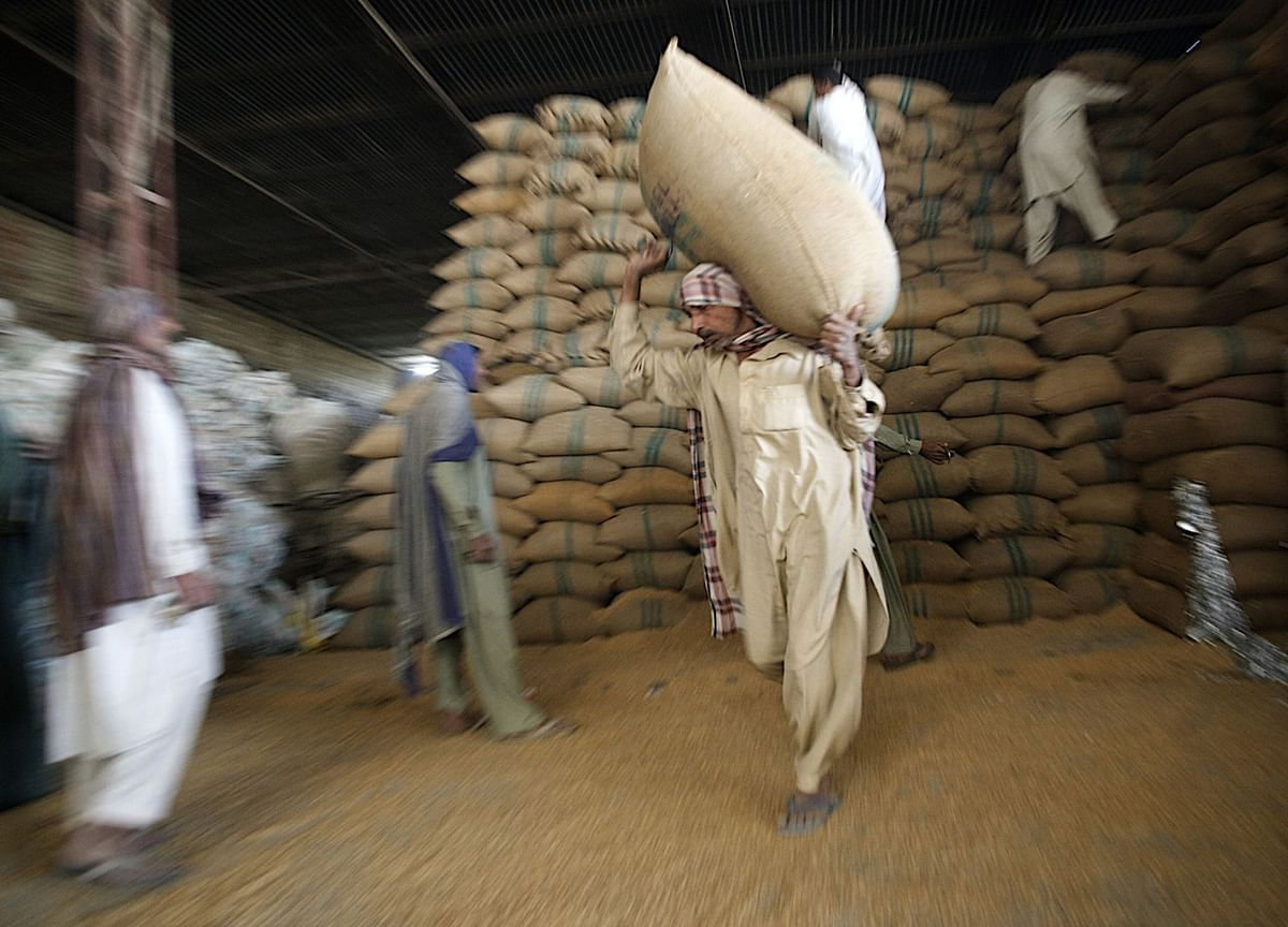 Countries Rush to HoardFood as Prices Rise and Covid Worsens