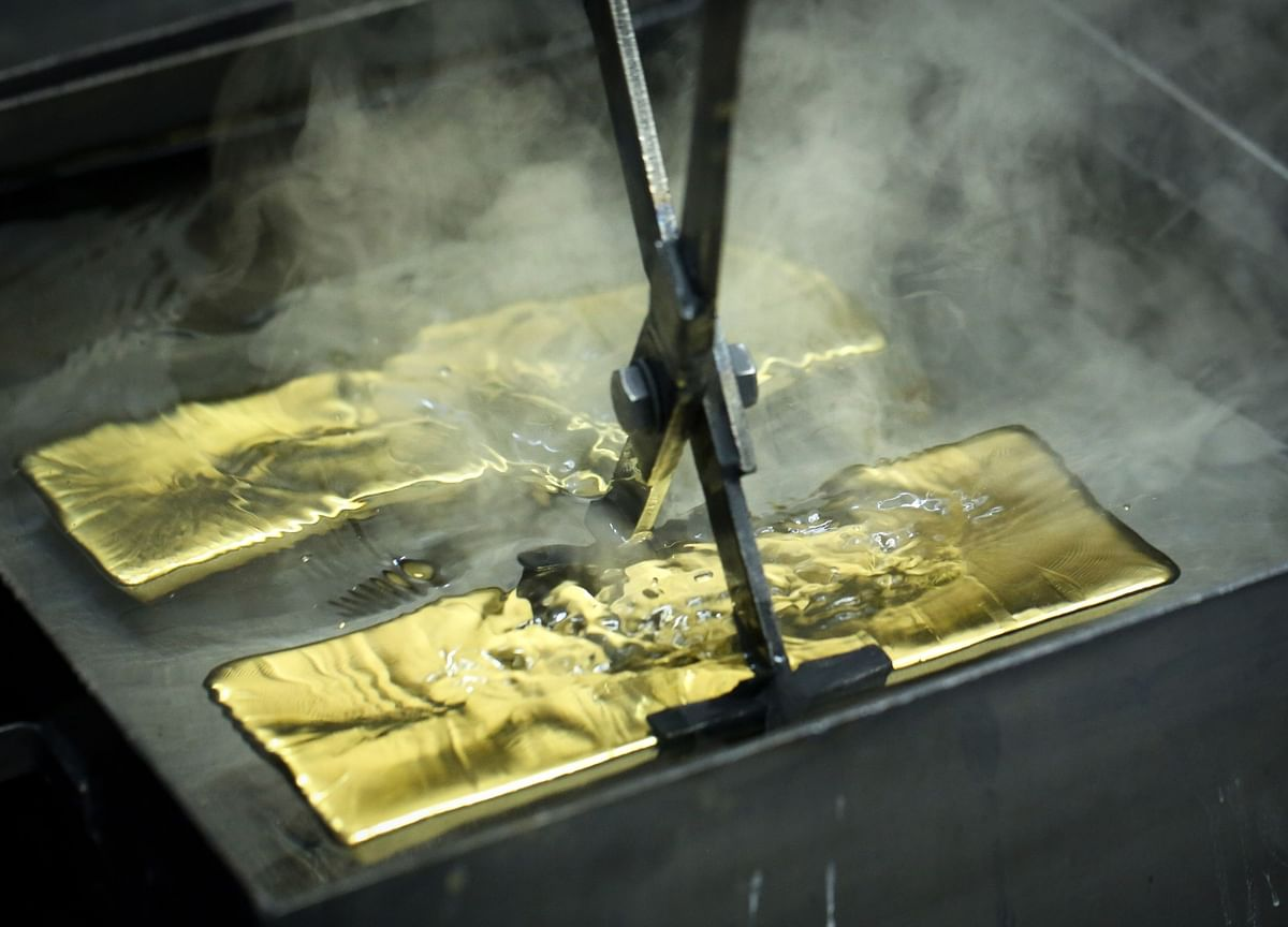 Gold Heads for Weekly Loss With Focus on Stimulus Talks, Virus