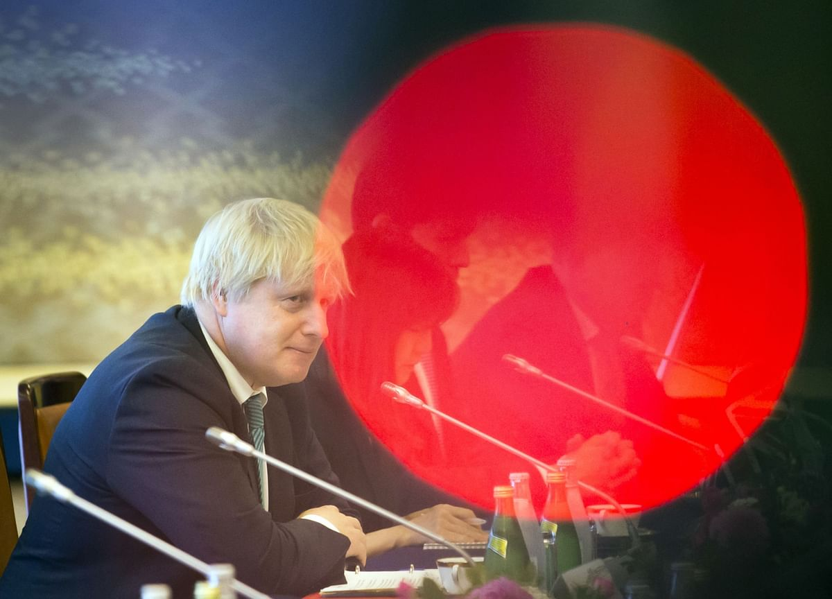 U.K. Signs Trade Deal With Japan as Brexit Talks Heat Up