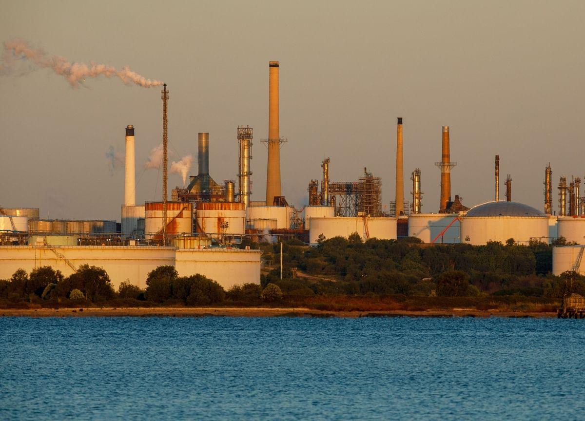 Oil Pares Gains With Stimulus Doubts Threatening Demand Rebound