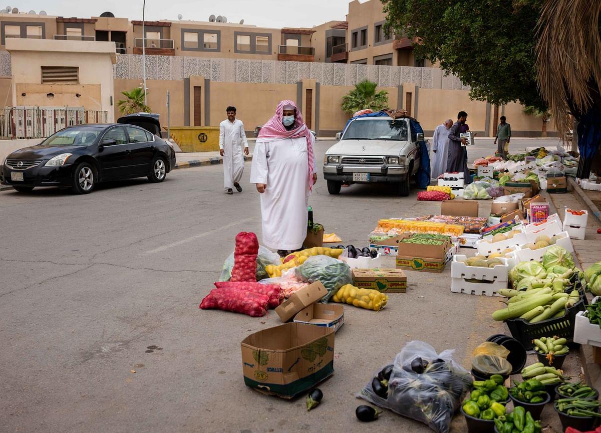 Saudi Economy Shrank at Slower Pace in Third Quarter
