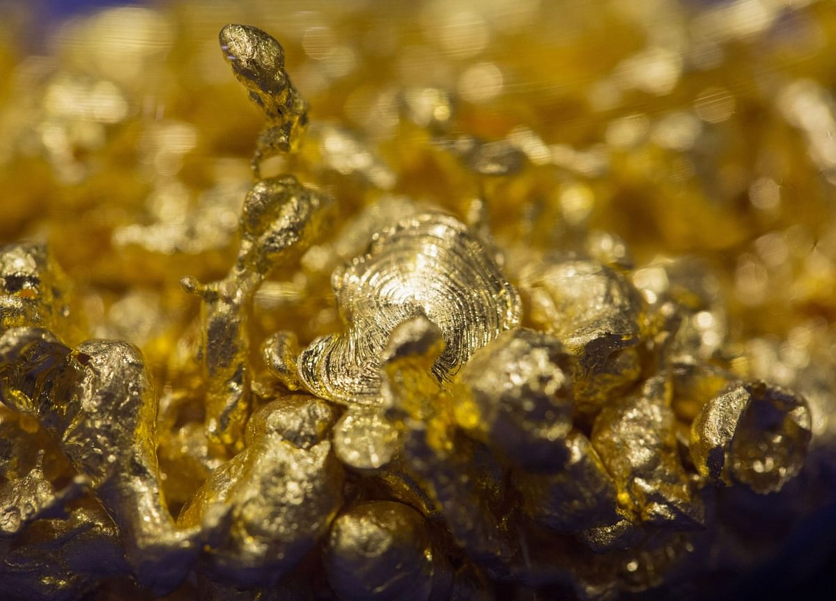 Gold Rises to Eight-Week High on Dollar Outlook, Real Yields