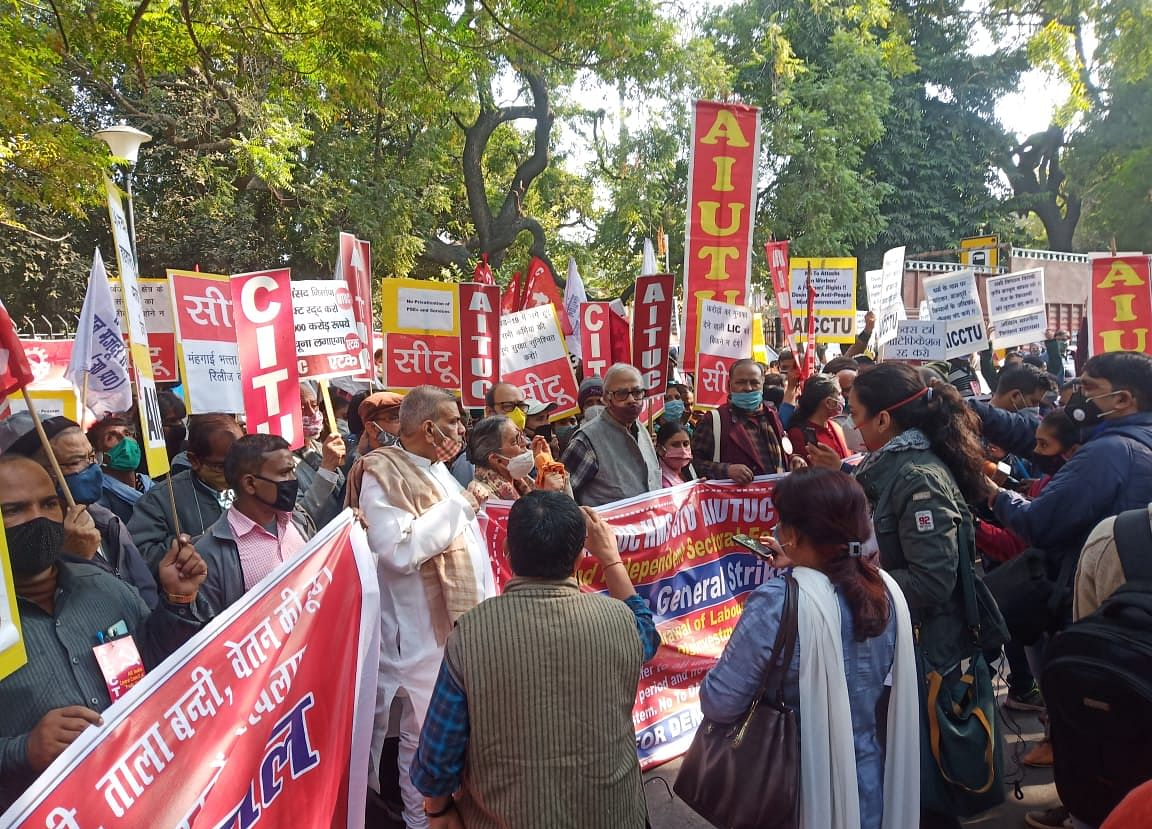 Over 25 Crore Workers Hit The Streets In Nationwide Strike Against New Labour, Farm Laws