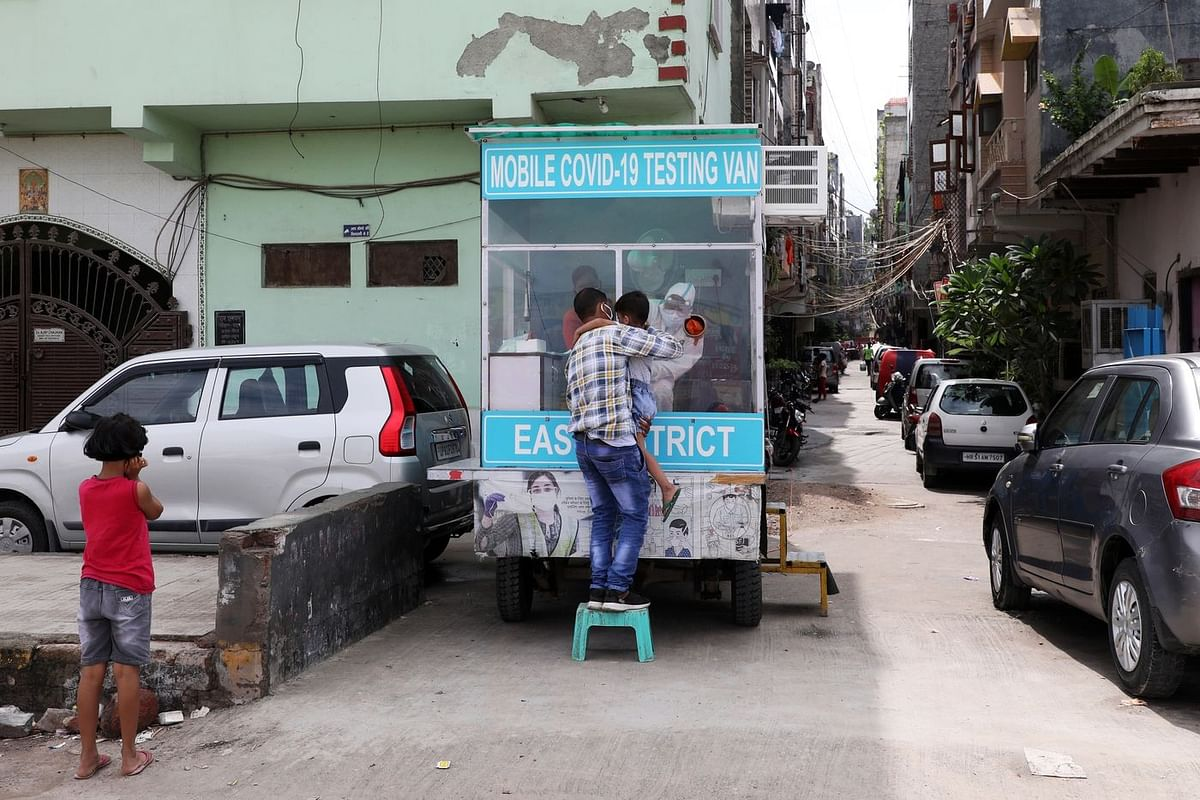 Covid-19 mobile testing vehicle in New Delhi. (Photo: T. Narayan/Bloomberg)