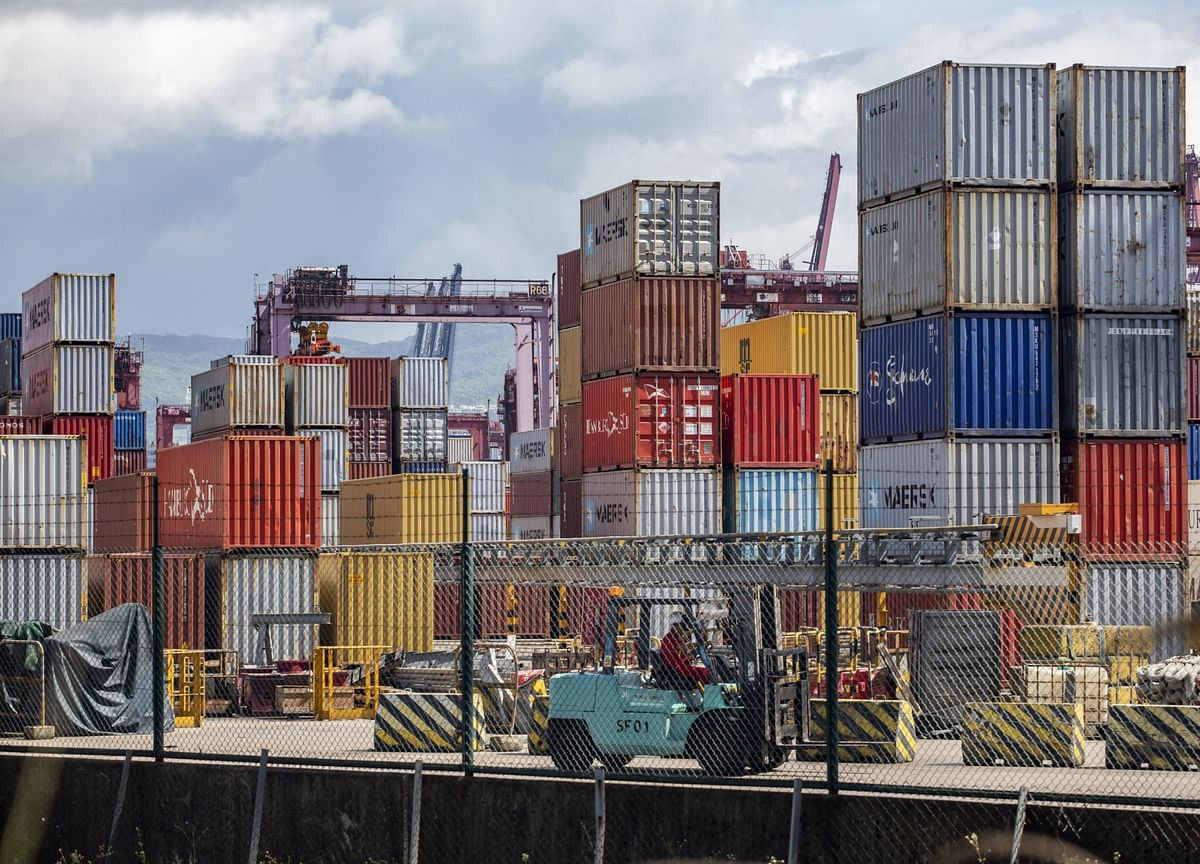 Chinese Exports Growth Accelerates in October, Imports Rise