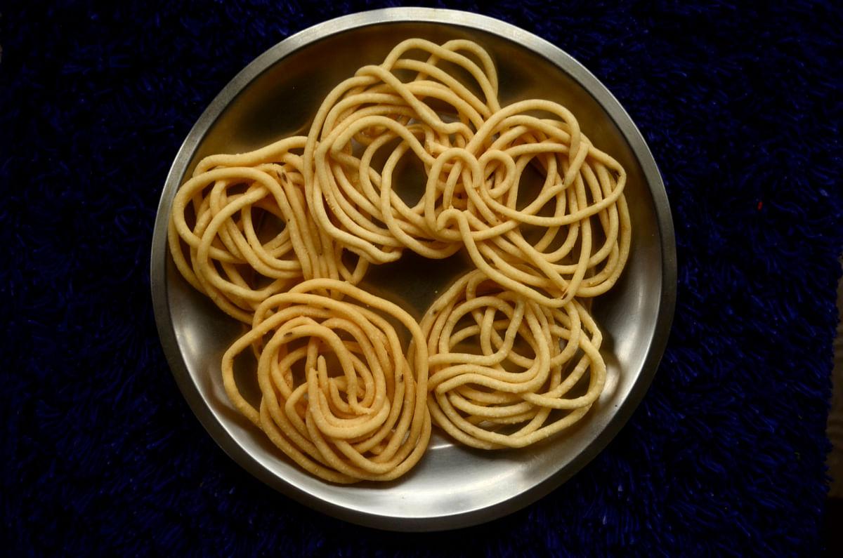 Murukku, a popular savoury snack from South India. (Source: Wikimedia Commons)