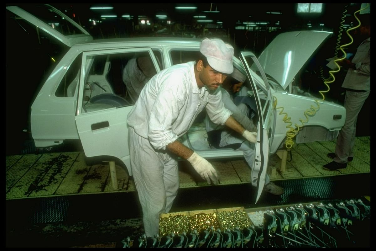 Maruti 800 assembly line. (Photo: Robert Nickelsberg/The LIFE Images Collection via Getty Images)