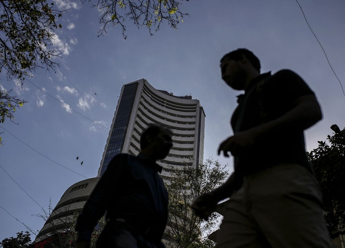 Indian Stocks Snap Record-Breaking Rally on Virus Jitters