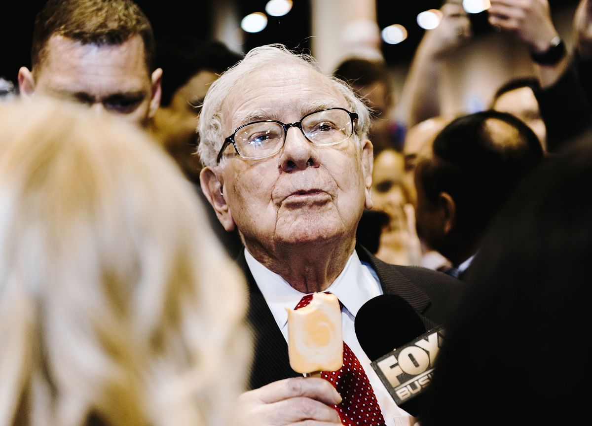Warren Buffett Likes Stocks Again