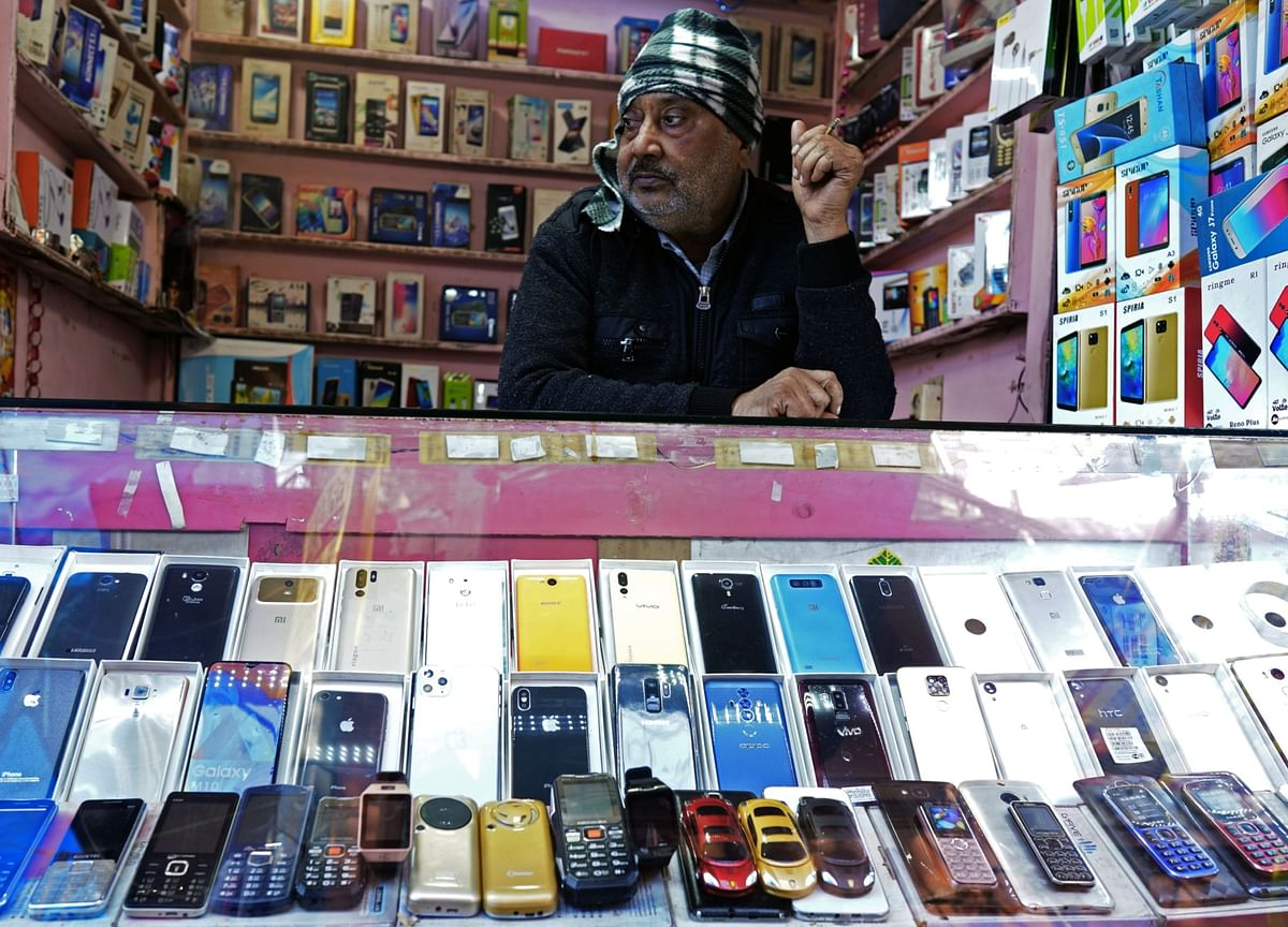iPhones Feed a Gadgets Frenzy During India's Busiest Gift Season