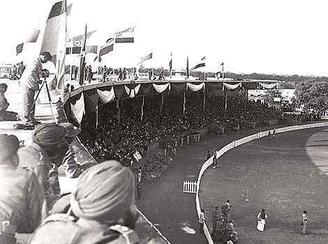 "(Photo Courtesy: <a href=""http://www.merepix.com/2013/01/india-first-republic-day-celebrations-jan-26-1950-photos.html"">Mere Pix</a>)&nbsp;"
