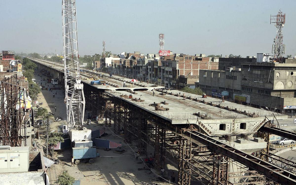 Construction work on National Highway 1, Amritsar, 2009. (Photo: Pankaj Nangia/Bloomberg News)