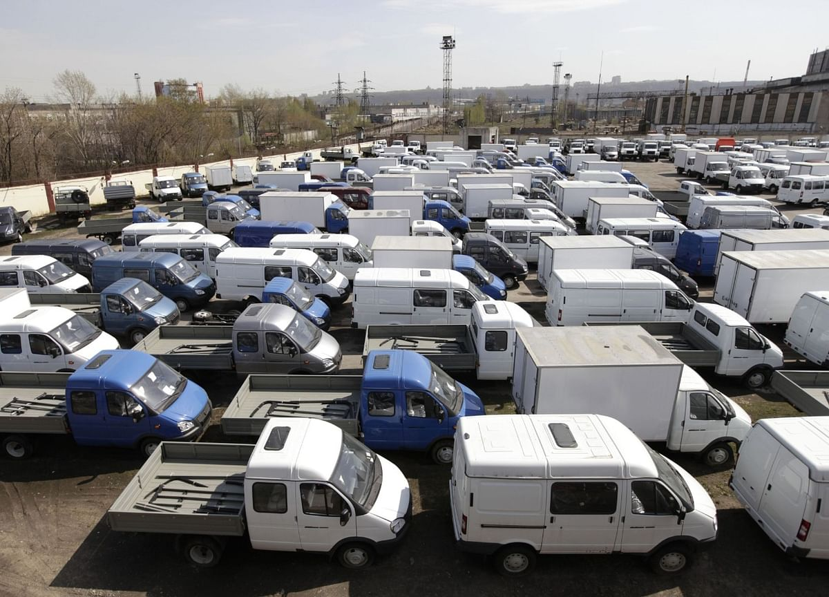 India's Online Shoppers Breathe Life Into Commercial Vehicle Demand