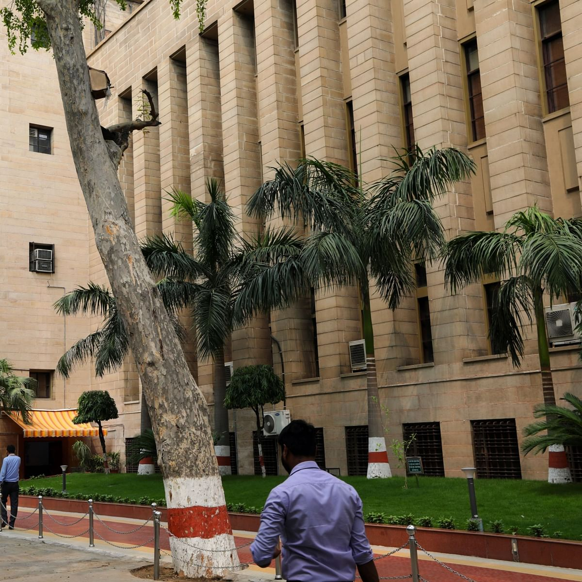 RBI Discussion Paper Suggests Bank-Like Regulation For Top 25-30 NBFCs