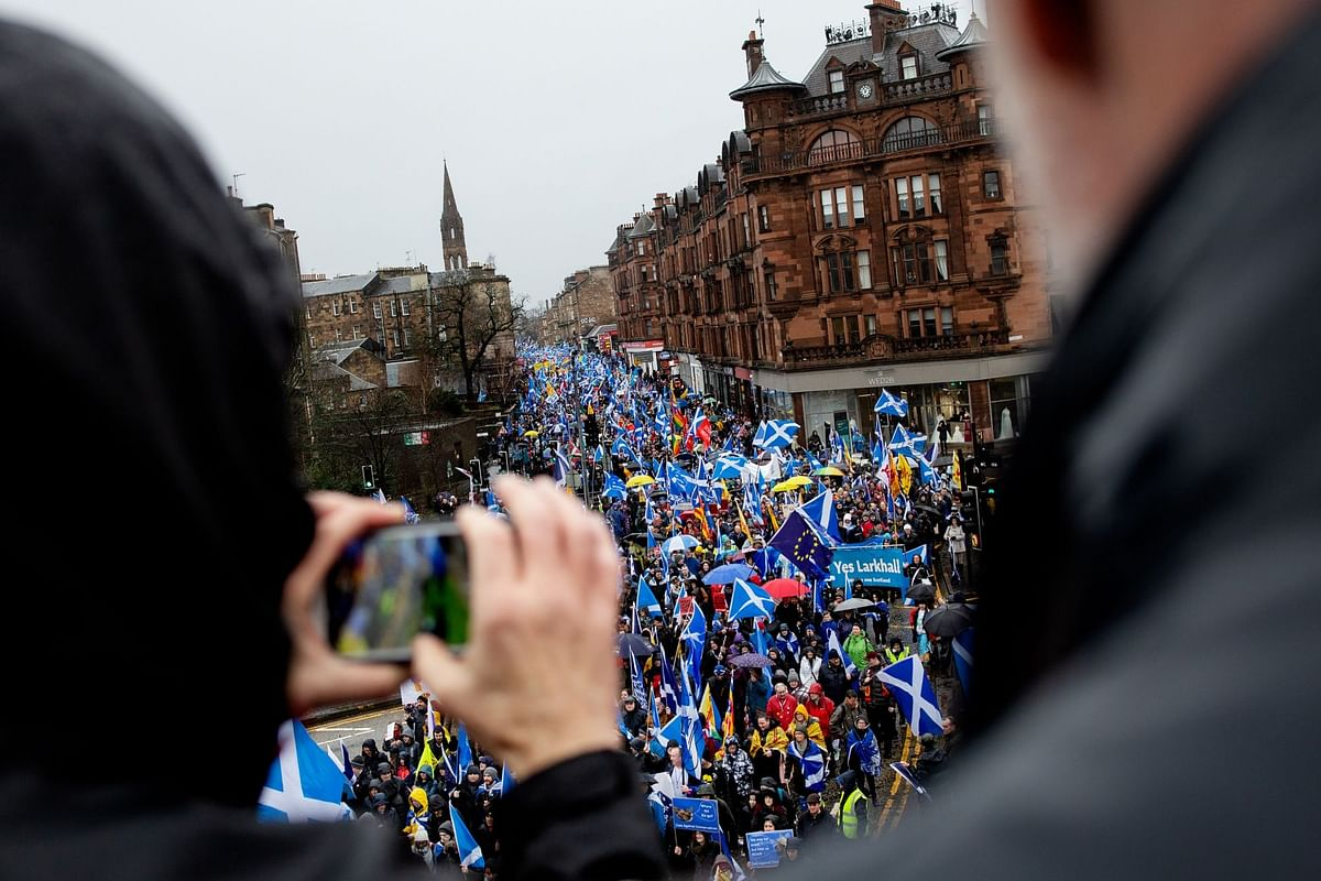 Demonstrators at the All Under One Banner march for Scottish independence in Glasgow on Jan. 11. Photographer: Emily Macinnes/Bloomberg