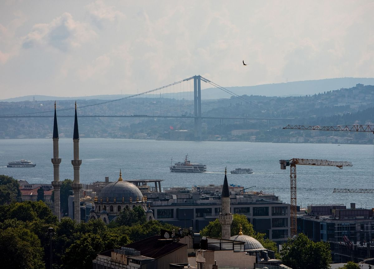 Turkey Posts 11th Straight Current-Account Deficit in October