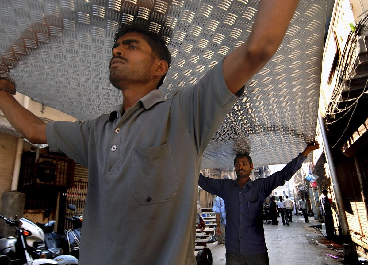 Hindalco Plows On With $947 Million Growth Plan as India Revives