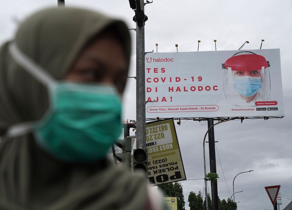 Younger People Get Vaccines First in Indonesia's Unusual Rollout